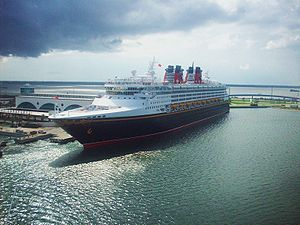 English: Disney Cruise Lines' Disney Wonder in...